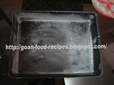 Powdered tray for Baking