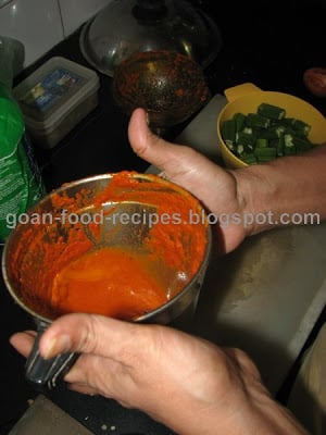 Wash the blender with some water and add it to the dish to make the curry