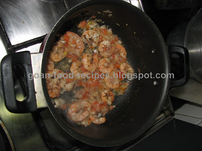 Bagar or saute the prawns for a while as well