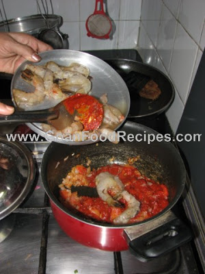 Add prawns to the mixture