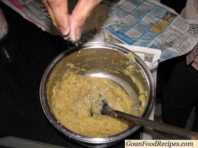 Add the powdered elaichi