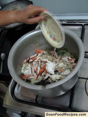 add the crabs to the fried onions