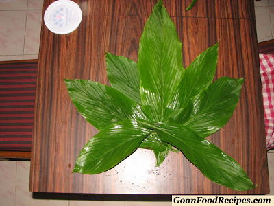 cleaned turmeric leaves